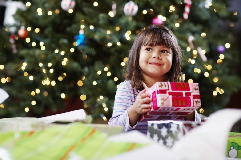 Подарки детям на новый год с работы