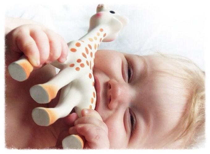 Жирафа Софи. Первая игрушка малыша