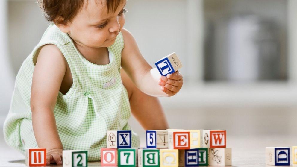 Стоит ли мучить малышей иностранными языками