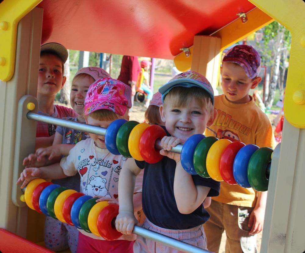 Картинки по запросу дети на детской площадке