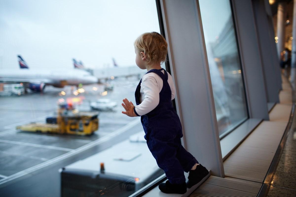 Небо, самолет, коляска: как мы летаем с маленькими детьми