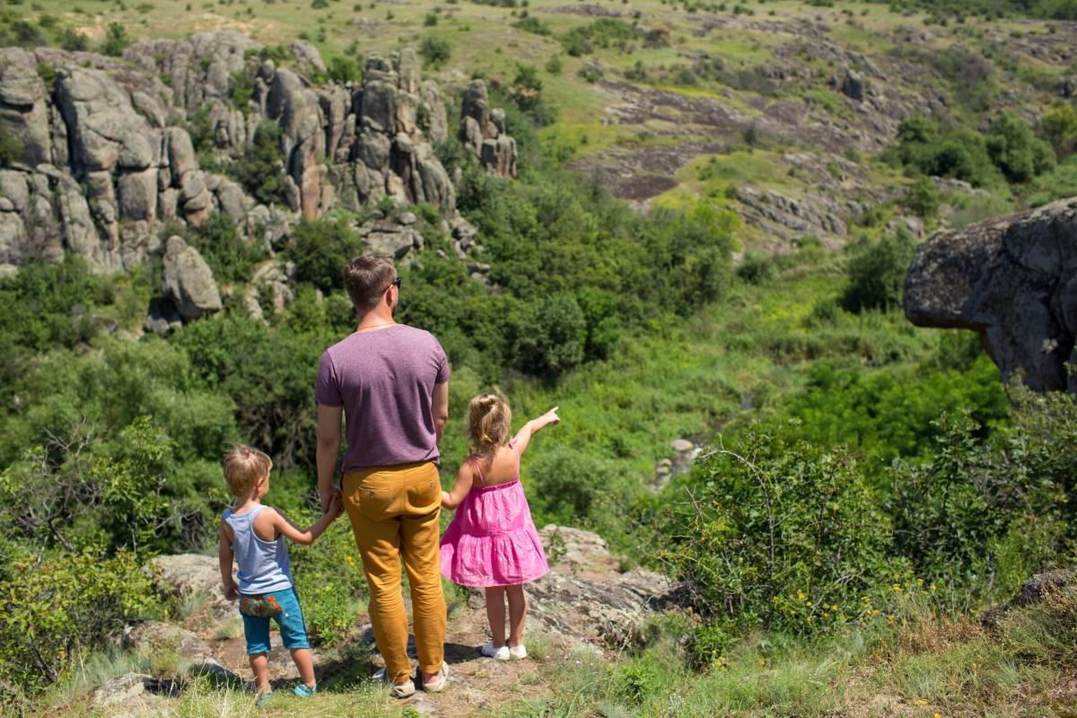 Путешествуем по Украине с детьми. Актовский каньон и радоновое озеро