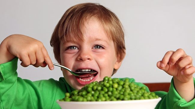 473468-kids-eating-their-greens