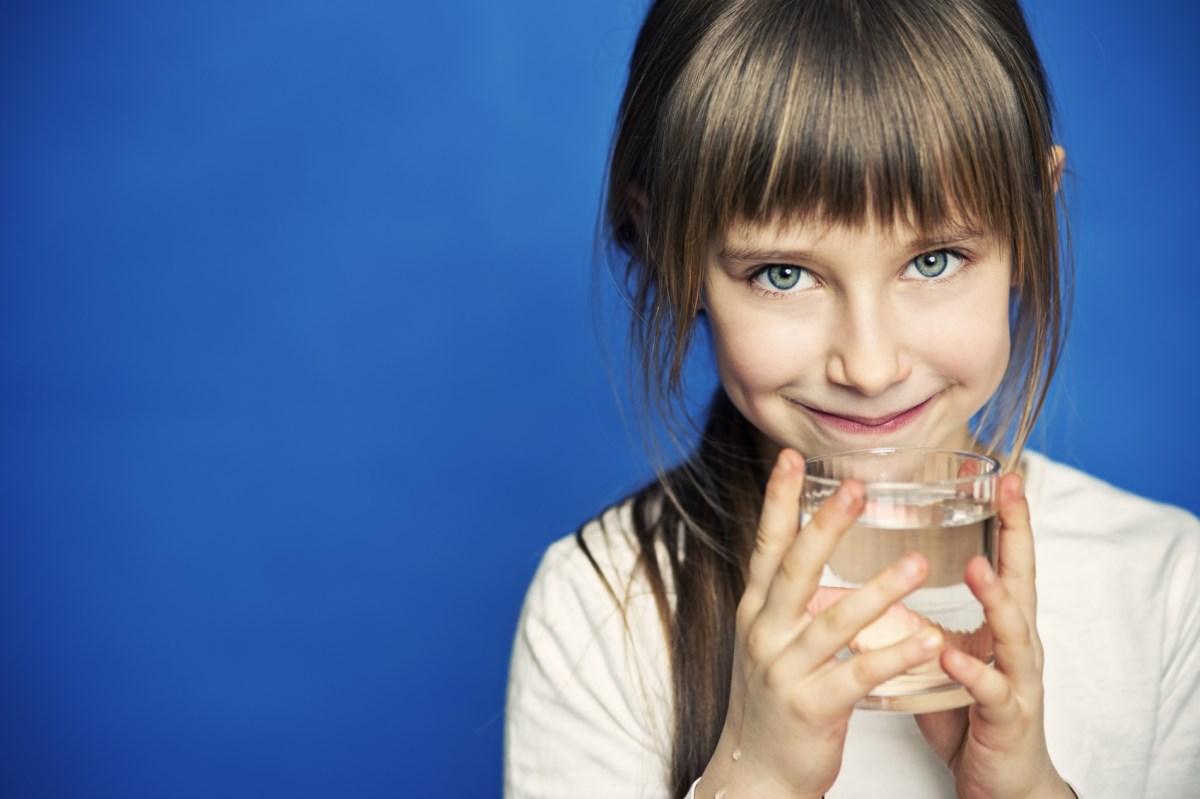 Как правильно пить воду в жару