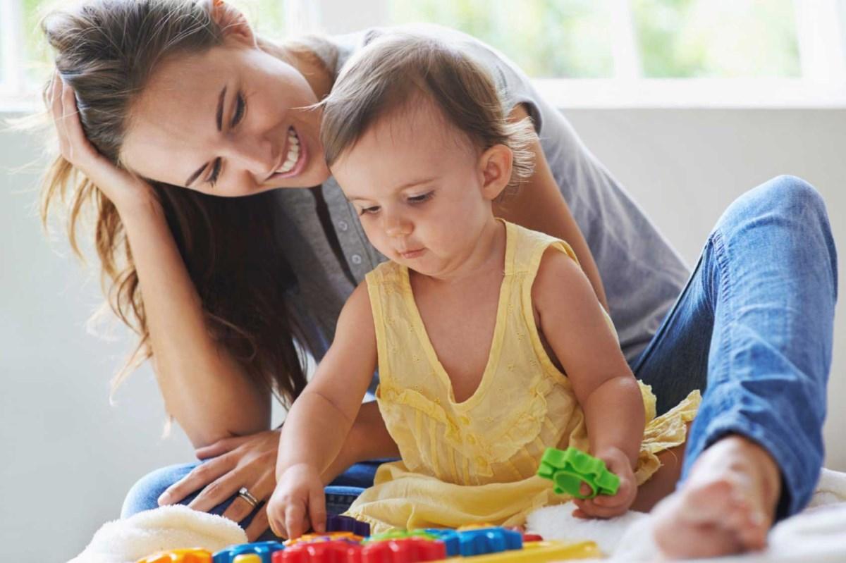 Выбрать идеальную няню для младенца: правила и советы