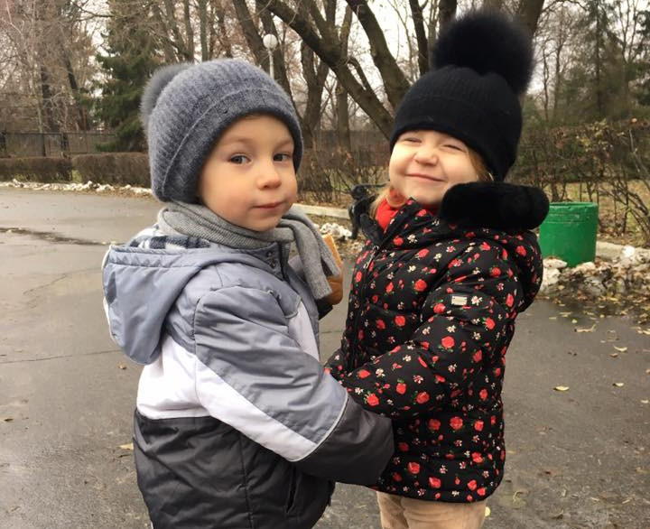 Лайфхаки мамы двойняшек. Прогулка с маленькими детьми одинакового возраста