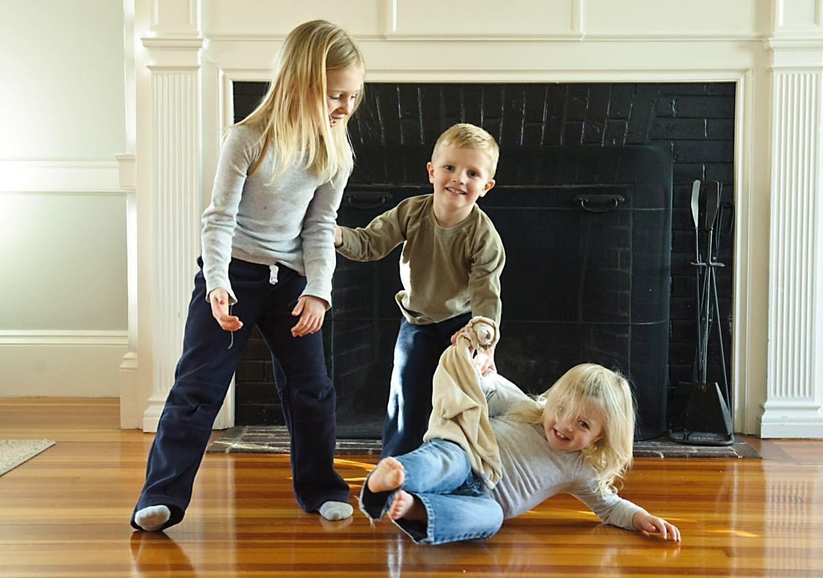 Новый год к нам мчится: игры для детей