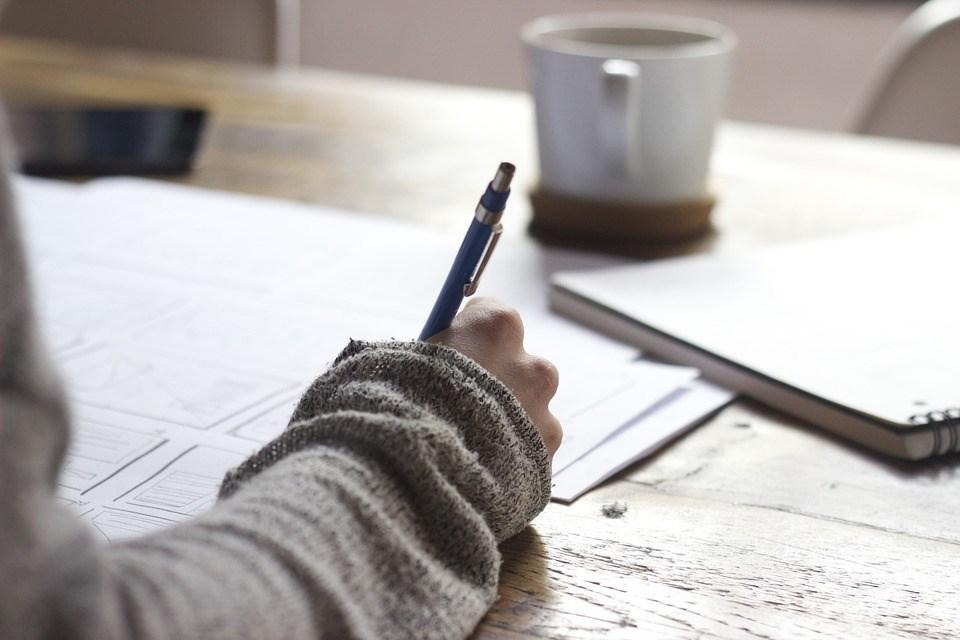 Как детей научить писать сочинения и зачем они нужны