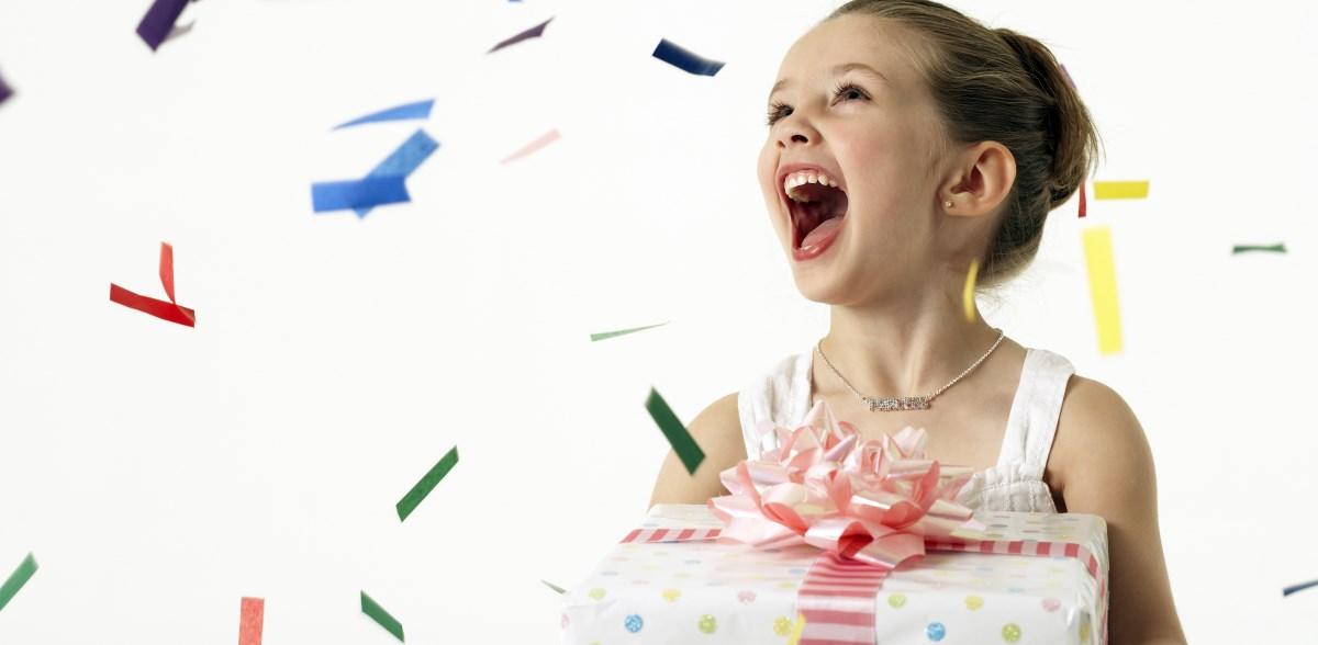 Как правильно дарить детям подарки?
