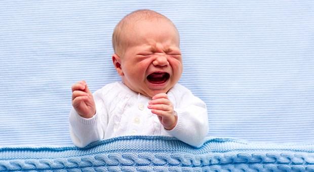 Родители, чьи дети постоянно плачут, зарабатывают меньше