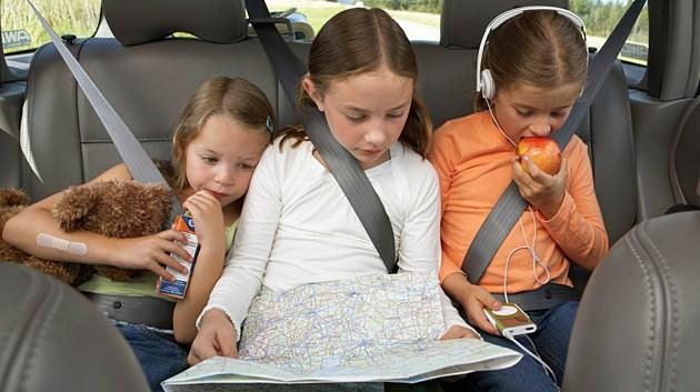 Мандри з дітьми в машині. Лайфхаки для мам