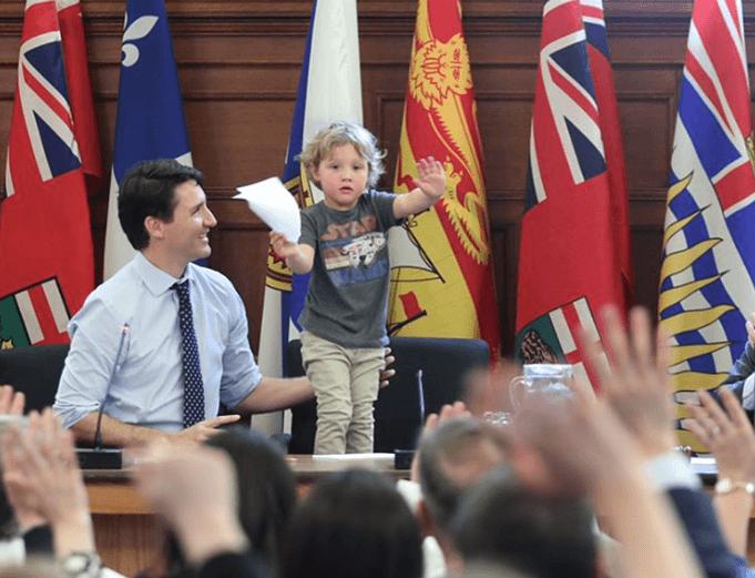 Джастин Трюдо взял своего сына на работу в парламент