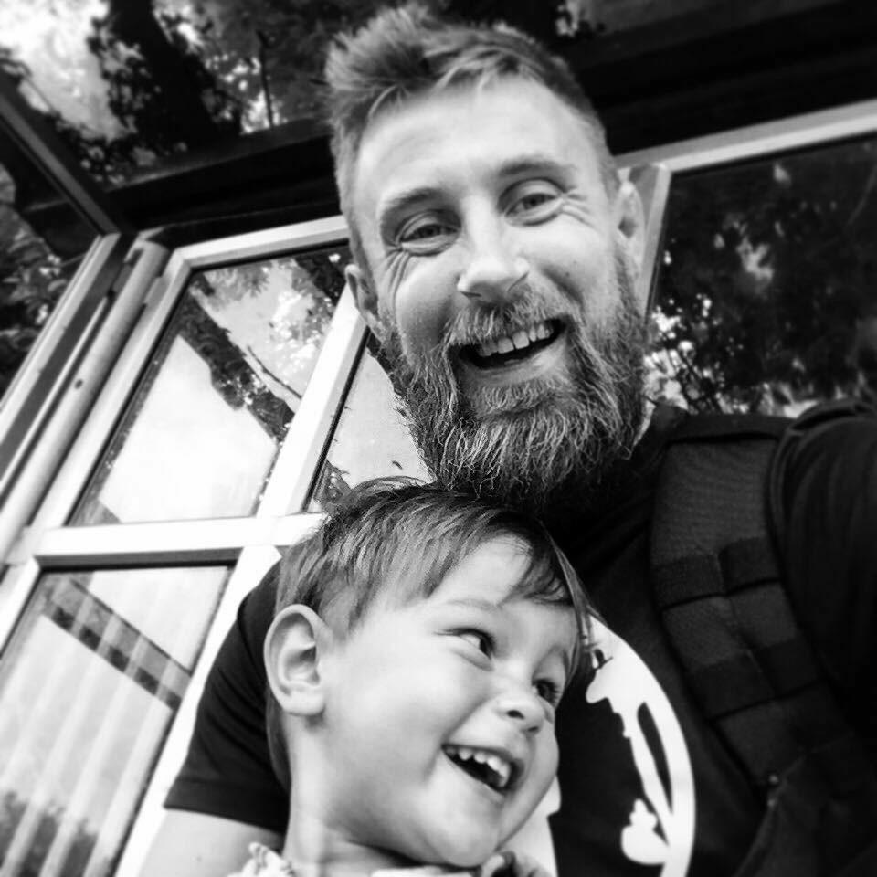 Не бывает слишком много любви: 10 правил отца, который потерял своего маленького сына