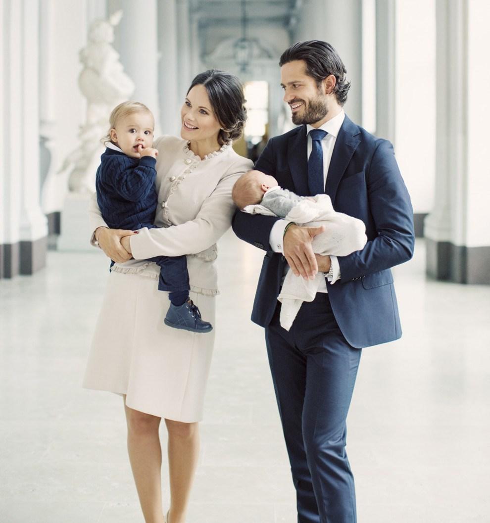 Королевская семья Швеции опубликовала первые фото новорожденного принца