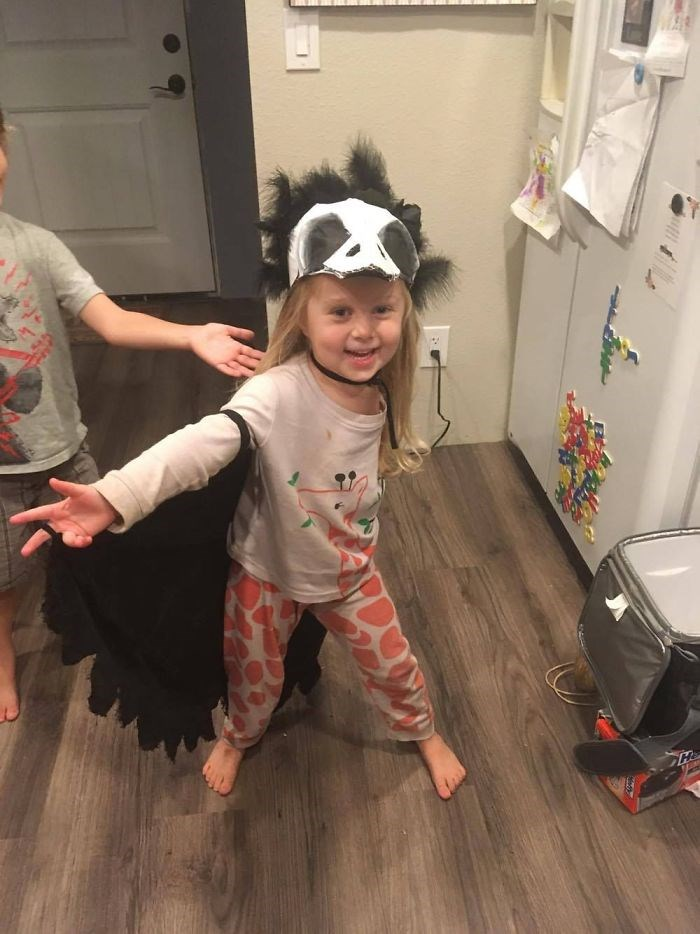 Mother-creates-Halloween-costumes-for-3-year-old-daughter-who-had-arm-amputated-encouraging-her-to-have-fun-59f67853c5fc3__700