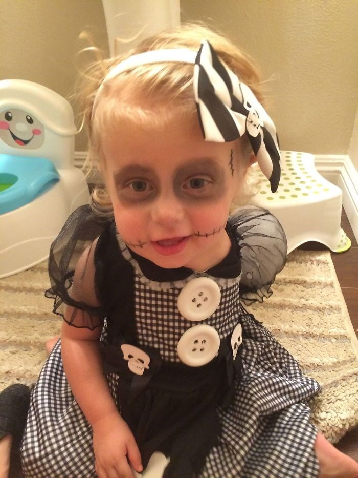 Mother-creates-Halloween-costumes-for-3-year-old-daughter-who-had-arm-amputated-encouraging-her-to-have-fun-59f6785a7c760__700