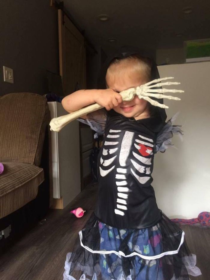 Mother-creates-Halloween-costumes-for-3-year-old-daughter-who-had-arm-amputated-encouraging-her-to-have-fun-59f6786cd44c4__700