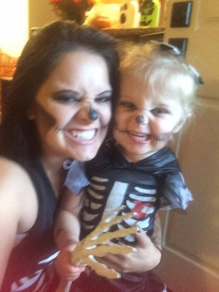 Mother-creates-Halloween-costumes-for-3-year-old-daughter-who-had-arm-amputated-encouraging-her-to-have-fun-59f67870104c1__700