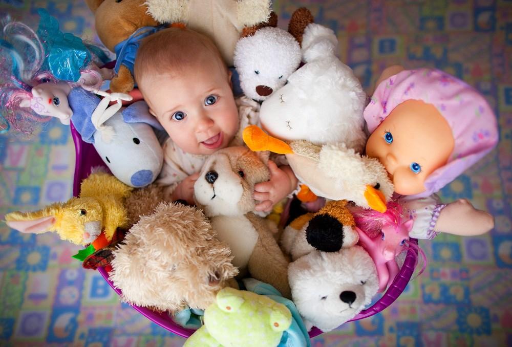 Как отучить детей требовать игрушки