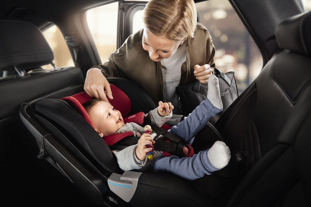 Почему детей на самом деле нужно возить в машине спиной вперед