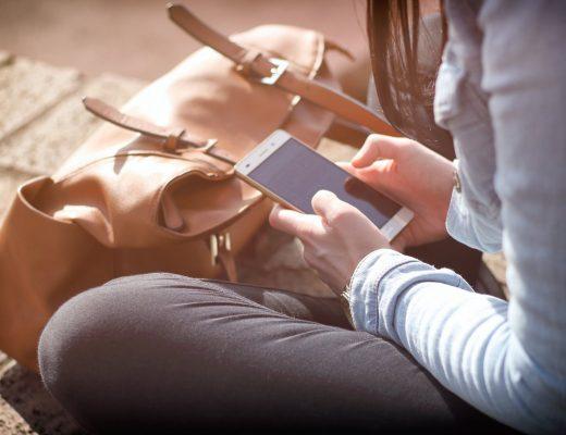 В МОЗ рассказали об опасности смартфонов и дали 5 советов