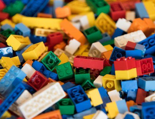 В Киев доставили первые наборы LEGO для первоклассников