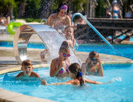 Обзор бассейнов, куда можно поехать с ребенком