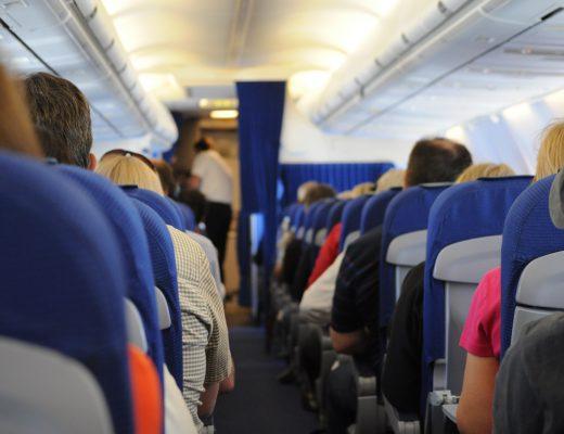 Назван список самых непунктуальных авиакомпаний Украины