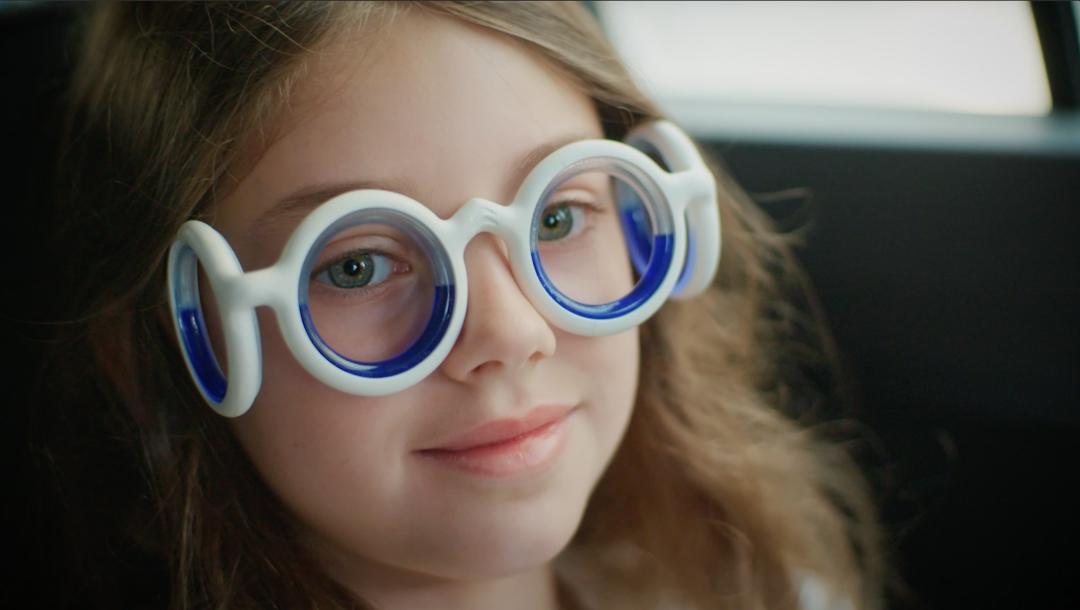 Citroen решил проблему укачивания в автомобиле с помощью очков