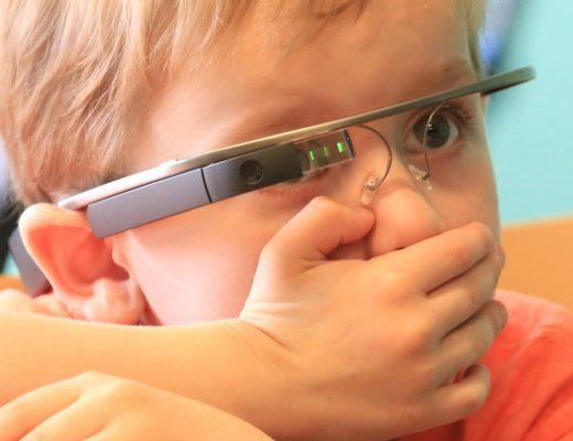 Очки Google Glass помогут социализироваться детям с аутизмом