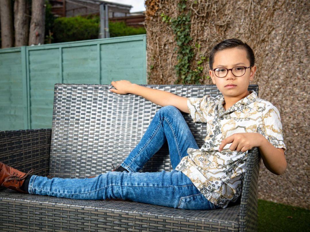 После школьной травли мальчик с аутизмом стал моделью известных брендов