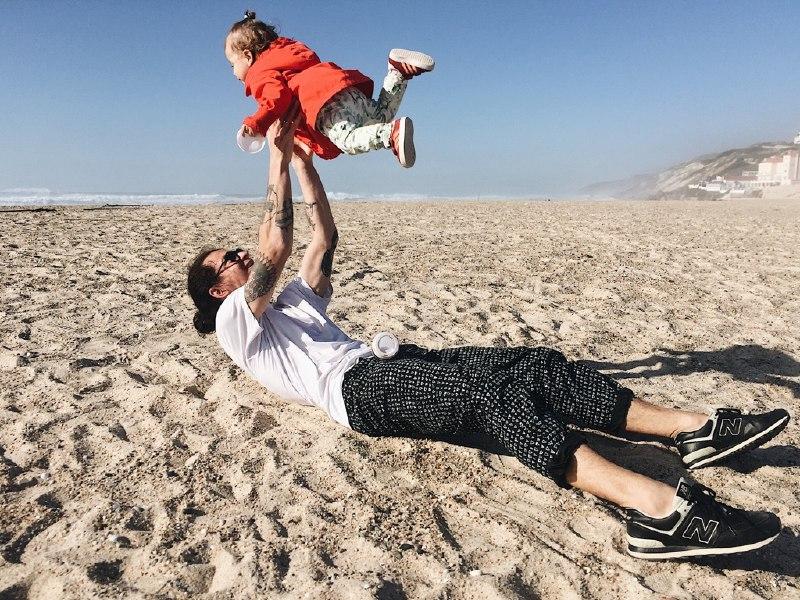 Як батьки, що «тусять», роблять своїх дітей щасливішими