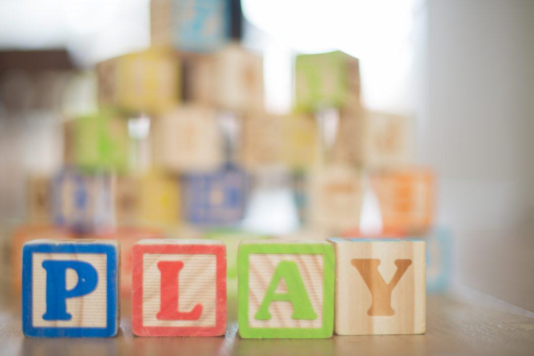 «Воспитатель должен играть с детьми — в игре они познают мир». Чек-лист для воспитателя от детского психолога Татьяны Степановой