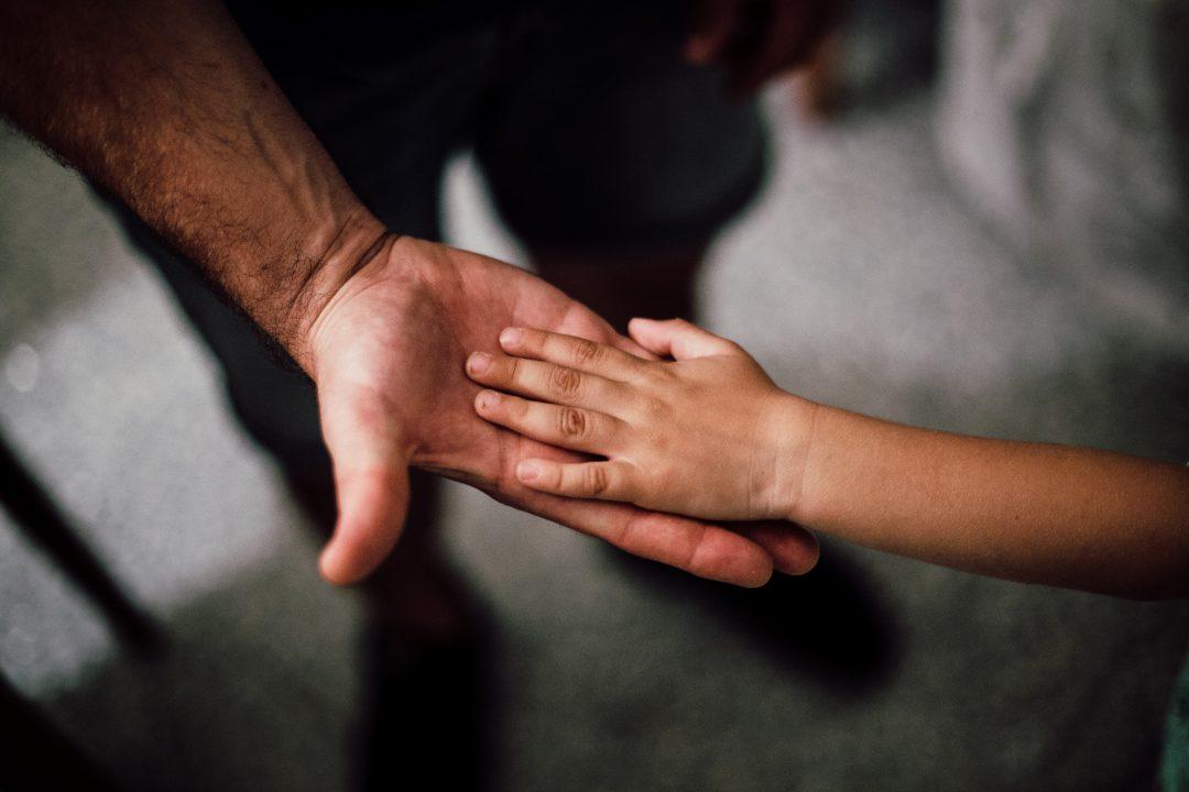 Сложный вопрос: говорить ли ребенку, что его усыновили?