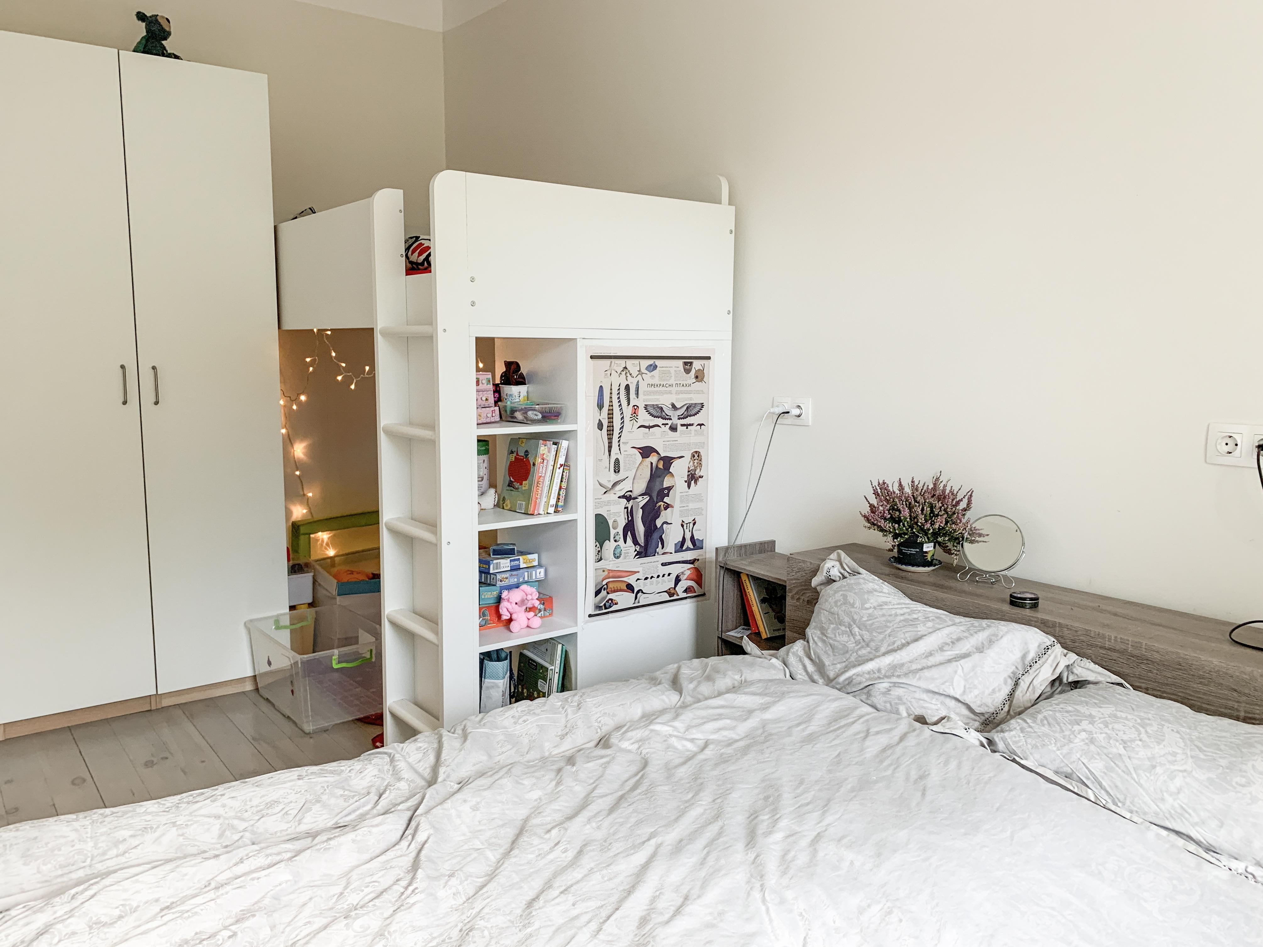 Детская комната в спальне родителей