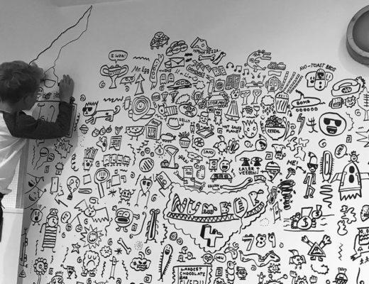 Ругали за рисование на уроках. Школьник оформил интерьер для ресторана — фото и видео