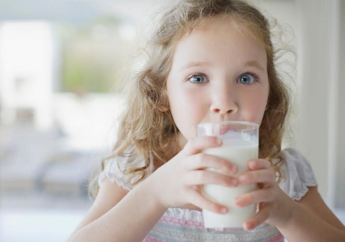 Є питання: чи можна дітям пити рослинне молоко?
