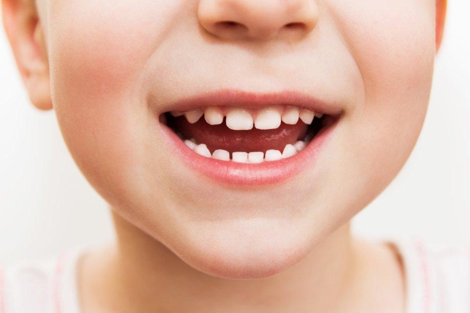 Як правильно доглядати за дитячими зубками. 5 золотих правил