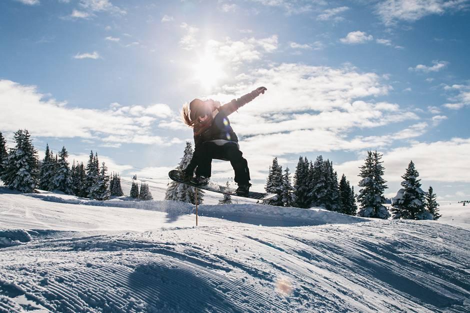 Лижі чи сноуборд? Вирішуємо, що вибрати для дитини