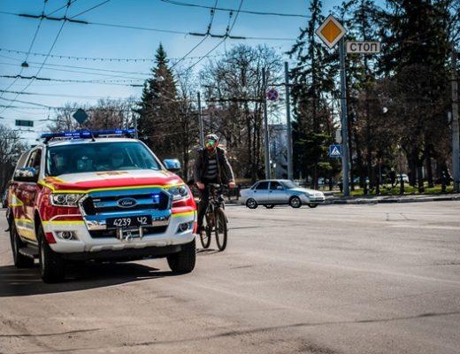 В городах Украины спасатели запустили авто с громкоговорителями