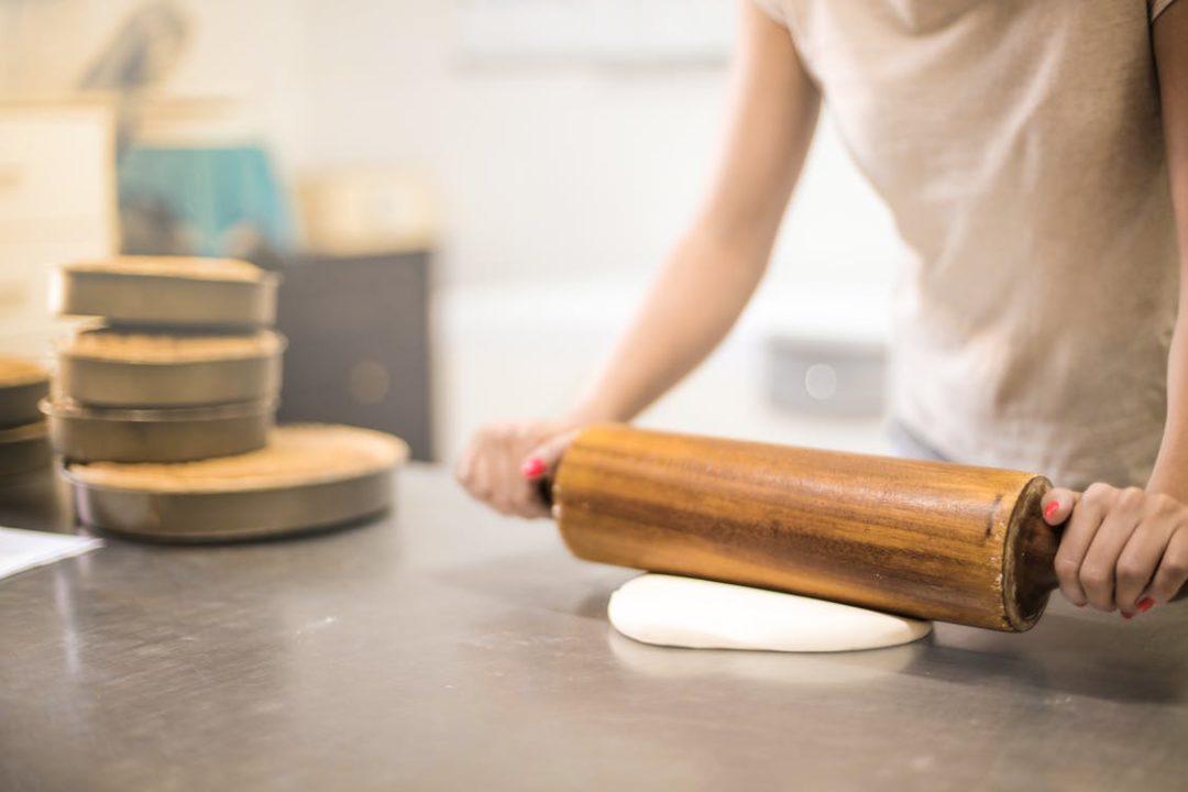 Більшість українців вважають, що «місце жінки на кухні». Опитування