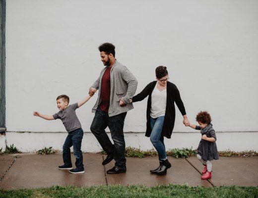 Как строить жизнь ребенка после развода: несколько правил