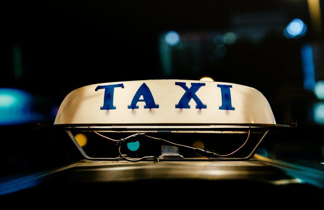 Чи варто дозволяти неповнолітнім користуватися Uber та іншими службами таксі