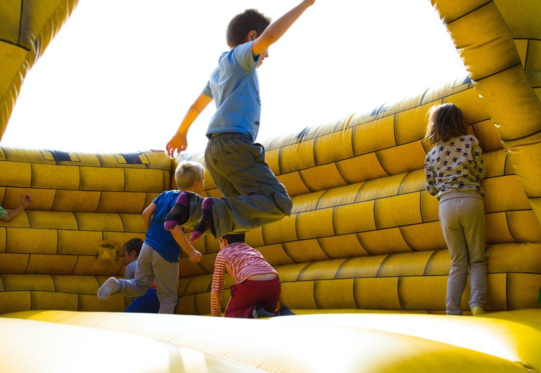 Дети в общественном месте: правила поведения