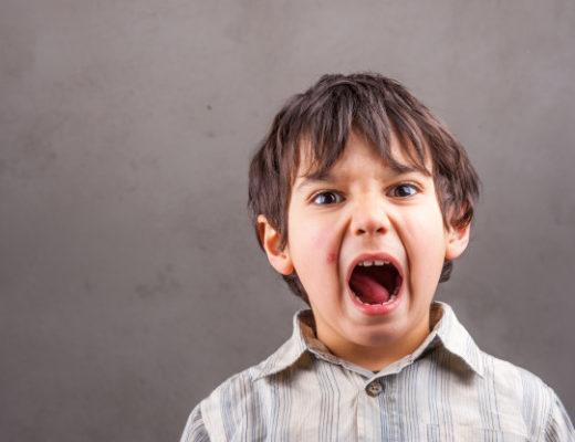 Як діяти, якщо дитина проковтнула щось неїстівне: поради доктора Комаровського