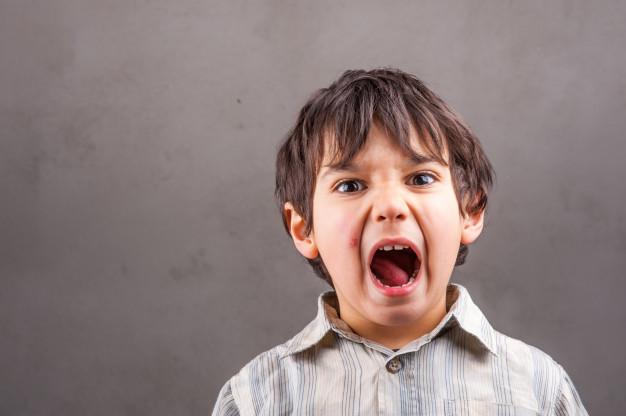 Как действовать, если ребенок проглотил что-то несъедобное: советы доктора Комаровского