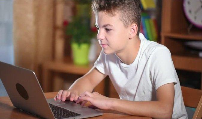Как защитить ребенка в интернете: новая система помощи в Украине