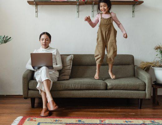 С какого возраста ребенку можно давать планшет