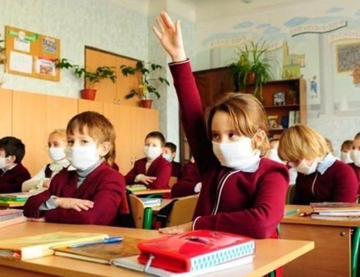 МОЗ объяснил как будут работать школы, детсады и транспорт во время строгого карантина