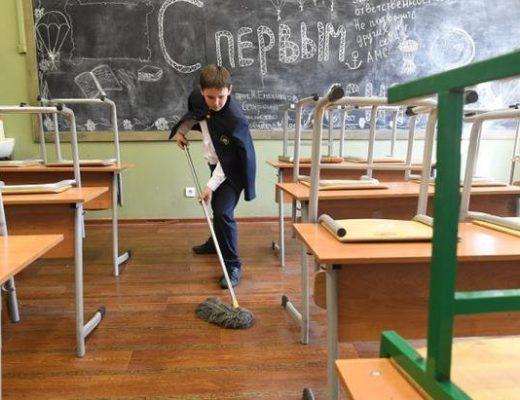 Чи повинні діти прибирати клас після уроків, — пояснив юрист